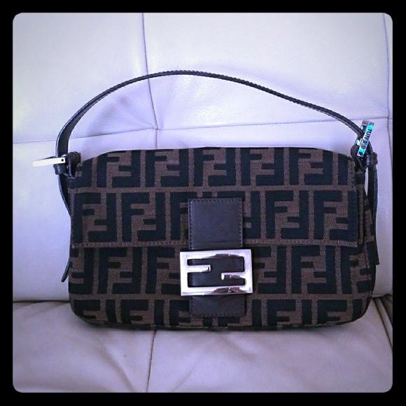 Fendi Handbags - FENDI ZUCCA BAGUETTE VINTAGE 77b5ae932e975